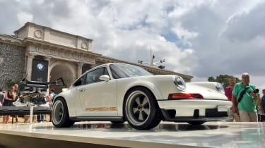 Singer 911 on the stand