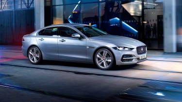Jaguar XE facelift - side