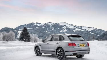 Bentley Bentayga V8 – rear quarter