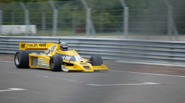 Renault RS01 - passby