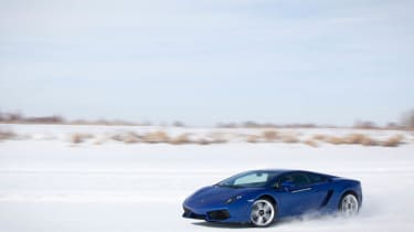 Video: Lamborghini Gallardo LP550-2 on ice