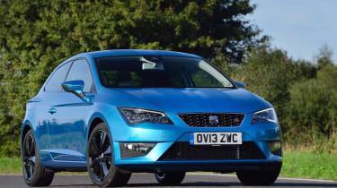 SEAT Leon SC FR blue stripes front view
