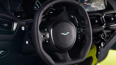evo exclusive Aston Martin Vantage - green steering wheel