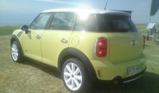 Mini Countryman yellow