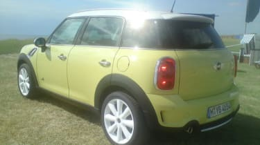 Mini Countryman yellow