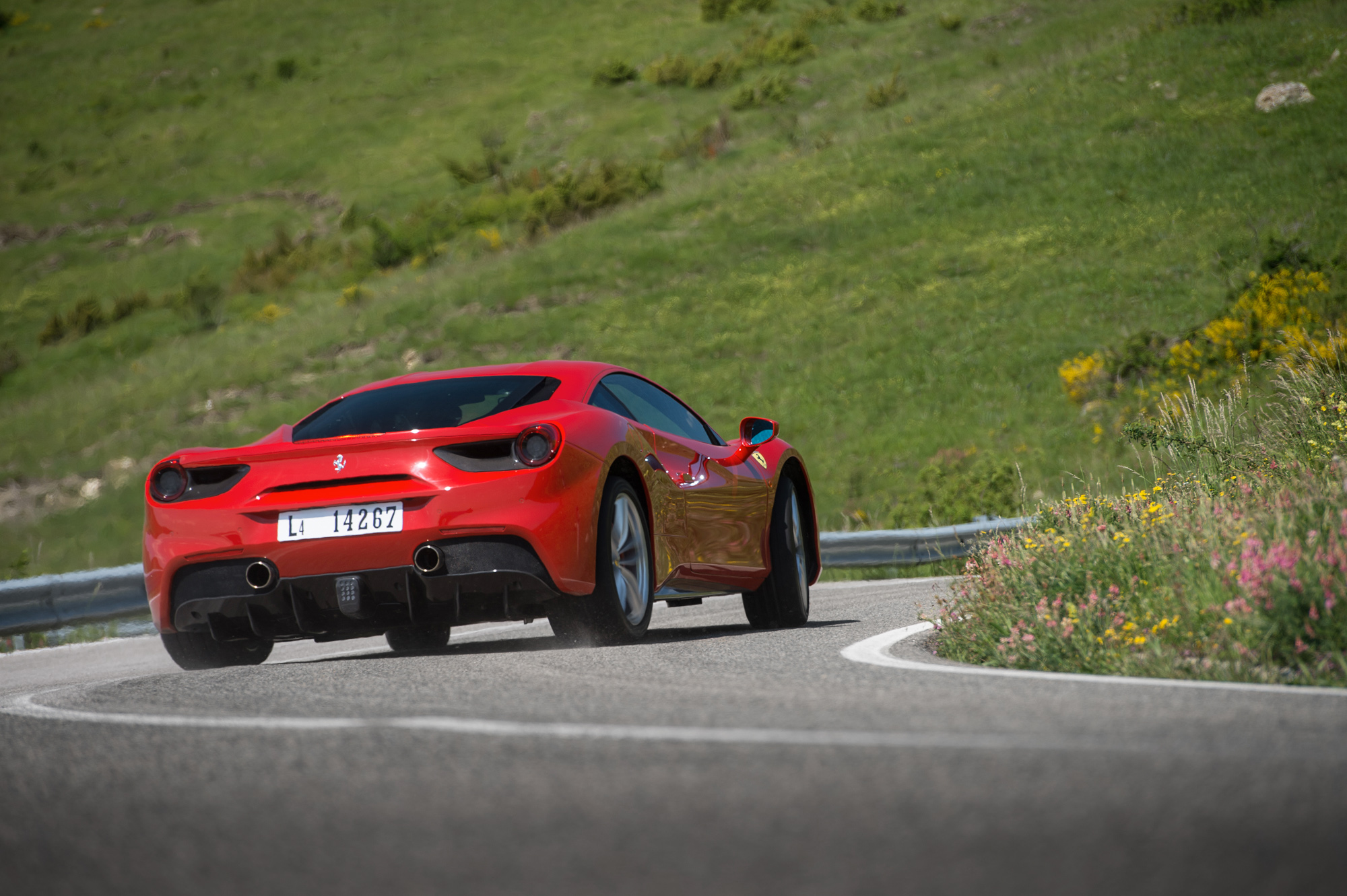 Ferrari 488 GTB review , prices, specs and 0,60 time