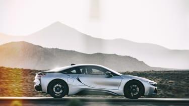 BMW i8 Roadster - side