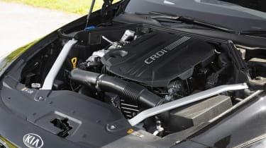 Kia Stinger GT-Line S diesel - Engine