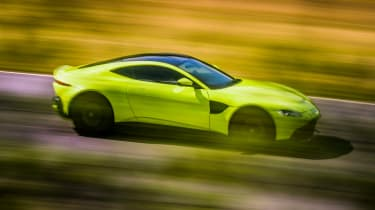 Aston Martin Vantage - green dynamic side