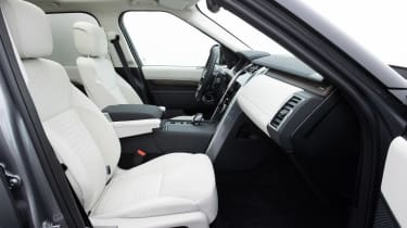 Land Rover Discovery 5 2021 - front seats