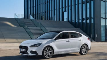 Hyundai i30 Fastback N-Line - front quarter\