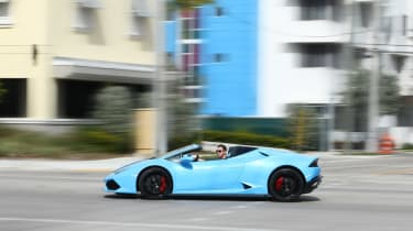 Lamborghini Huracan Spyder - side profile