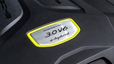 Porsche Cayenne E-Hybrid – engine badge
