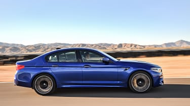 BMW M5 F90 - Blue profile dynamic