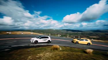 VW GTI TCR vs Megane RS Trophy - pan