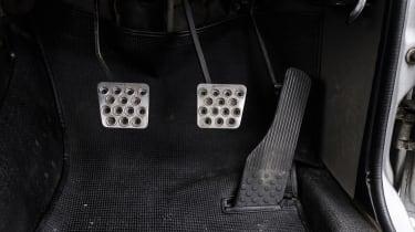 Nissan Hakosuka GT-R - pedals