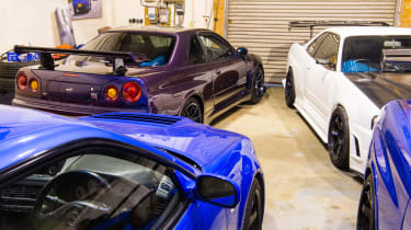 Nissan GT-R collector - purple GT-R