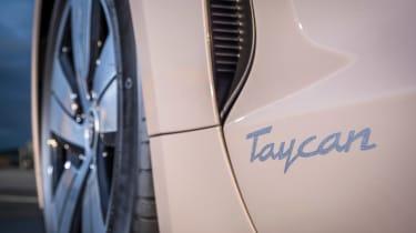 Porsche Taycan rwd - coffee vent