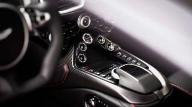 Aston Martin Vantage - silver static dash