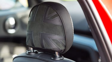 Mini Countryman SD - Headrest