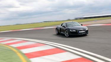 Audi R8 - front cornering