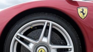 Porsche Carrera GT v Ferrari Enzo