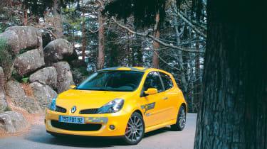 Renault Sport Clio 197 F1 Team R27 – front quarter
