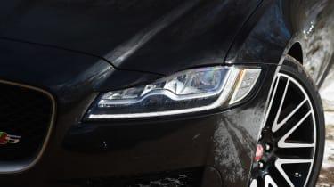 Jaguar XF S Sportbrake - headlights