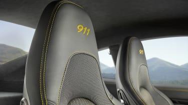 Porsche 911 Carrera T - rests