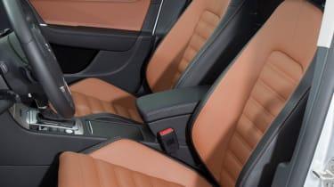Volkswagen Passat Alltrack front seats