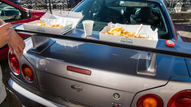 Nissan GT-R R34 - fish and chips