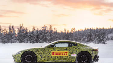 Aston Martin Vantage – side