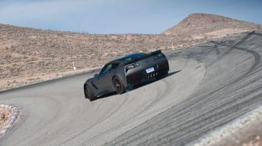 ZO6 v 911 GT3 US - Z06 slide