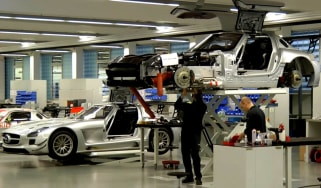 Video: Mercedes SLS AMG GT3 production