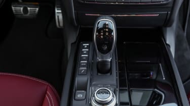 Maserati Ghibli 2016 - interior red gearstick