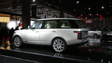 Range Rover launched at the Paris show