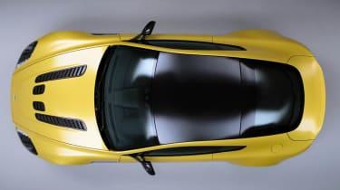 Aston Martin V12 Vantage S black roof