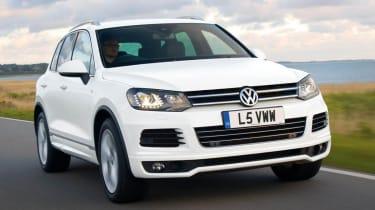 Volkswagen Touareg R-line white front view