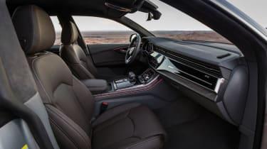 Audi Q8 – front interior