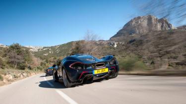 McLaren F1 v P1 - rear tracking