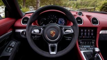 Porsche 718 Boxster Spyder - driver zone
