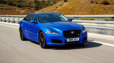 Jaguar XJR575 Portugal - front driving