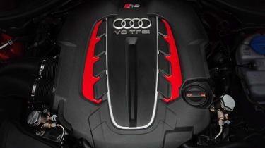 2013 Audi RS6 Avant twin-turbo V8 engine