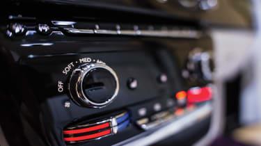 Rolls-Royce Phantom - rear controls