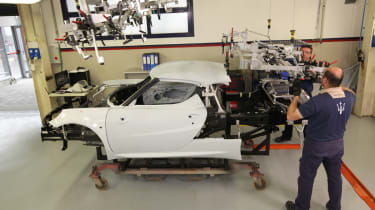 Alfa Romeo 4C: tech rundown and video manufacturing