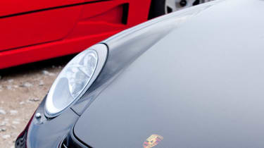 Porsche 911 GT2 RS Ferrari F40