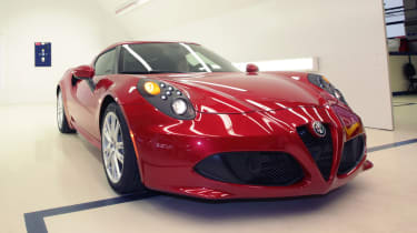 Alfa Romeo 4C: tech rundown and video red