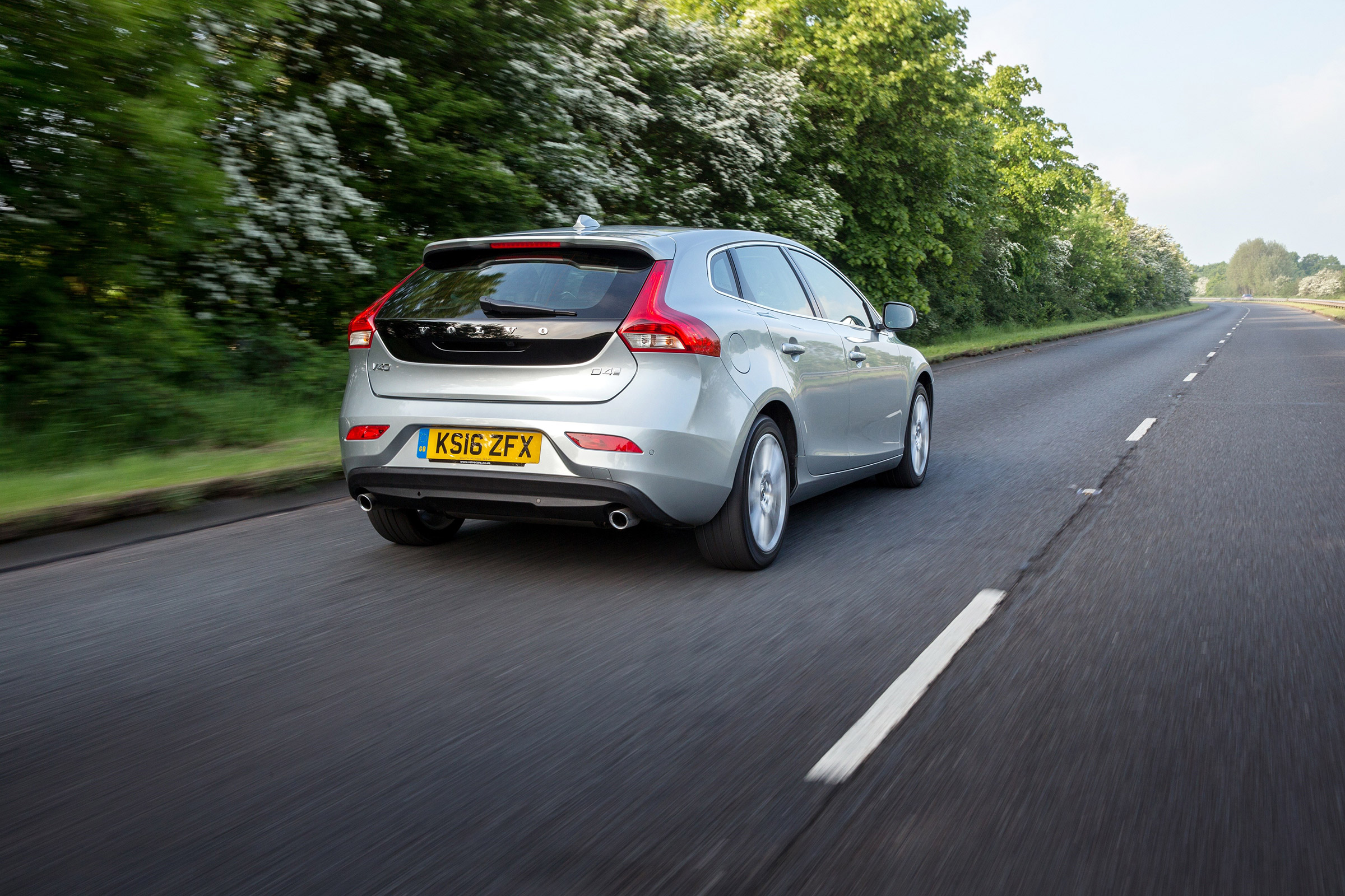 Volvo V40 performance and 0-60 time | Evo