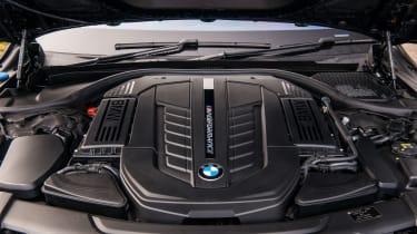 BMW M760Li xDrive - Engine
