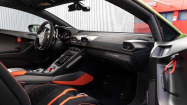 Lamborghini Huracan STO (International) – screen